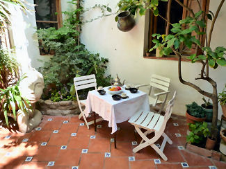 Alcoba apartments holiday accommodation in granada spain for Apartment patio garden design ideas