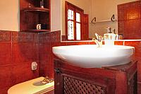 romero-bathroom2